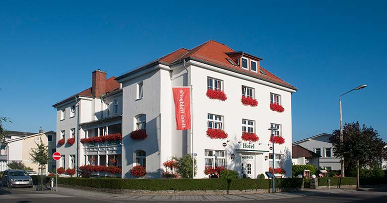 https://waldperle.com/wp-content/uploads/2016/02/Hotel-Waldperle-1.jpg