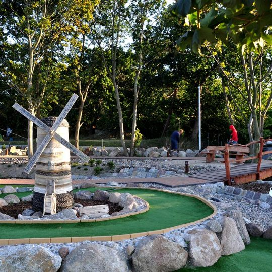 https://waldperle.com/wp-content/uploads/2016/08/minigolf-2-540x540.jpg